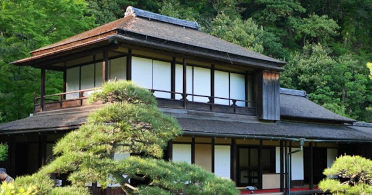 横浜・三溪園にIKEAの家具が置かれた「リラックススペース」が登場