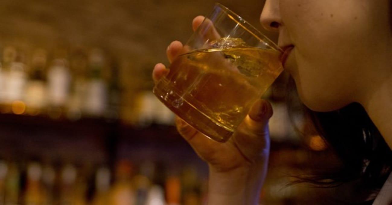 BARで「あちらのお嬢さんに一杯!(アチオジョ)」を成就させるには…
