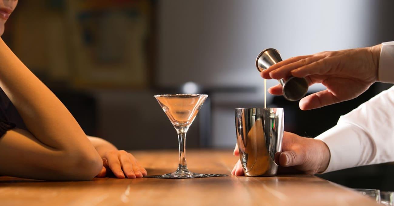お酒をあまり知らない初心者が「行きつけのBARを作る極意」