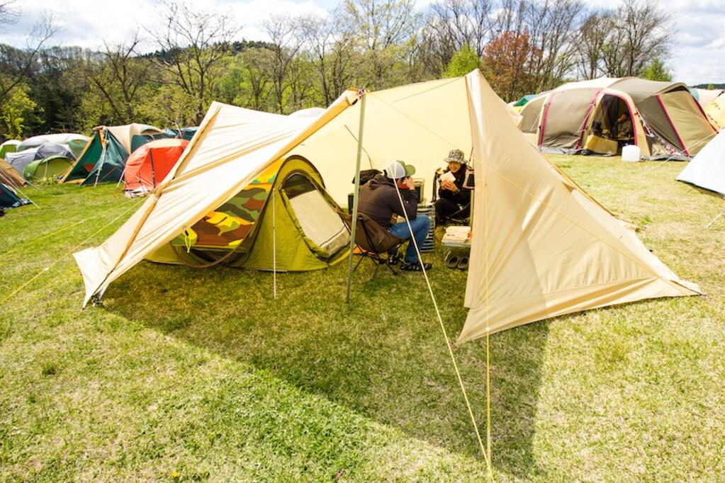 フェス好きこそマネしたい、コンパクトなキャンプサイトの作り方。