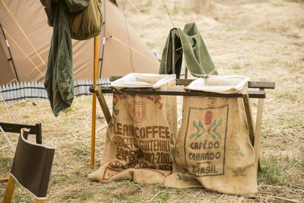 おしゃれキャンプサイトでみつけた、見た目も使い勝手もいいアウトドアな「ゴミ箱」。