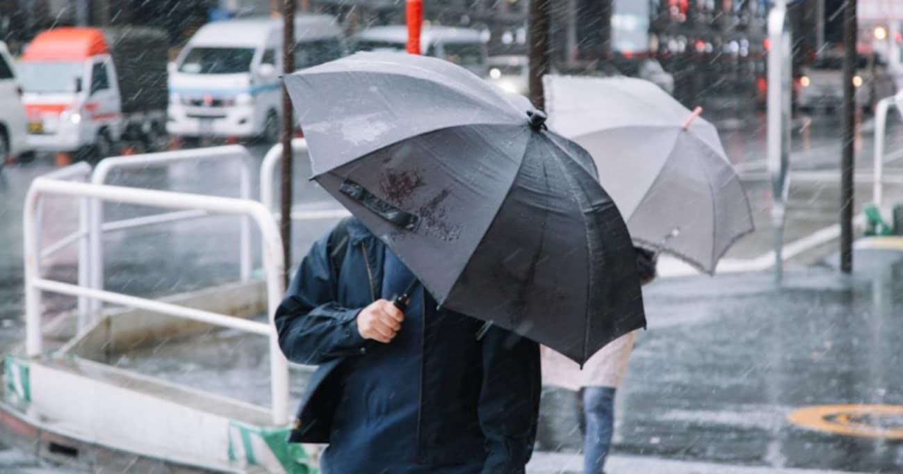 女性の梅雨ファッション事情……ビニ傘と正統派傘、愛用者が多いのはどっち!?