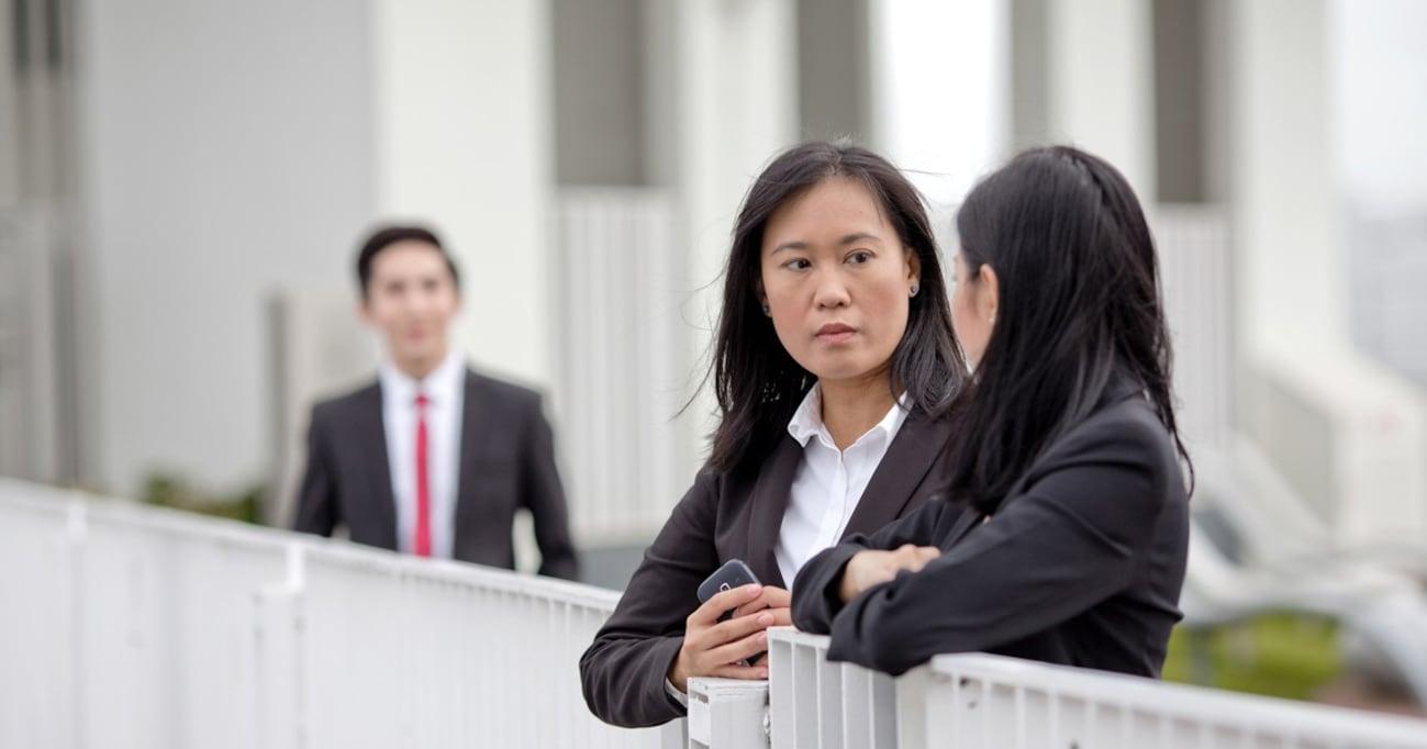 【中年中間管理職に告ぐ!】「キモい」と噂されてるかも…女性社員と接するときのNGポイント