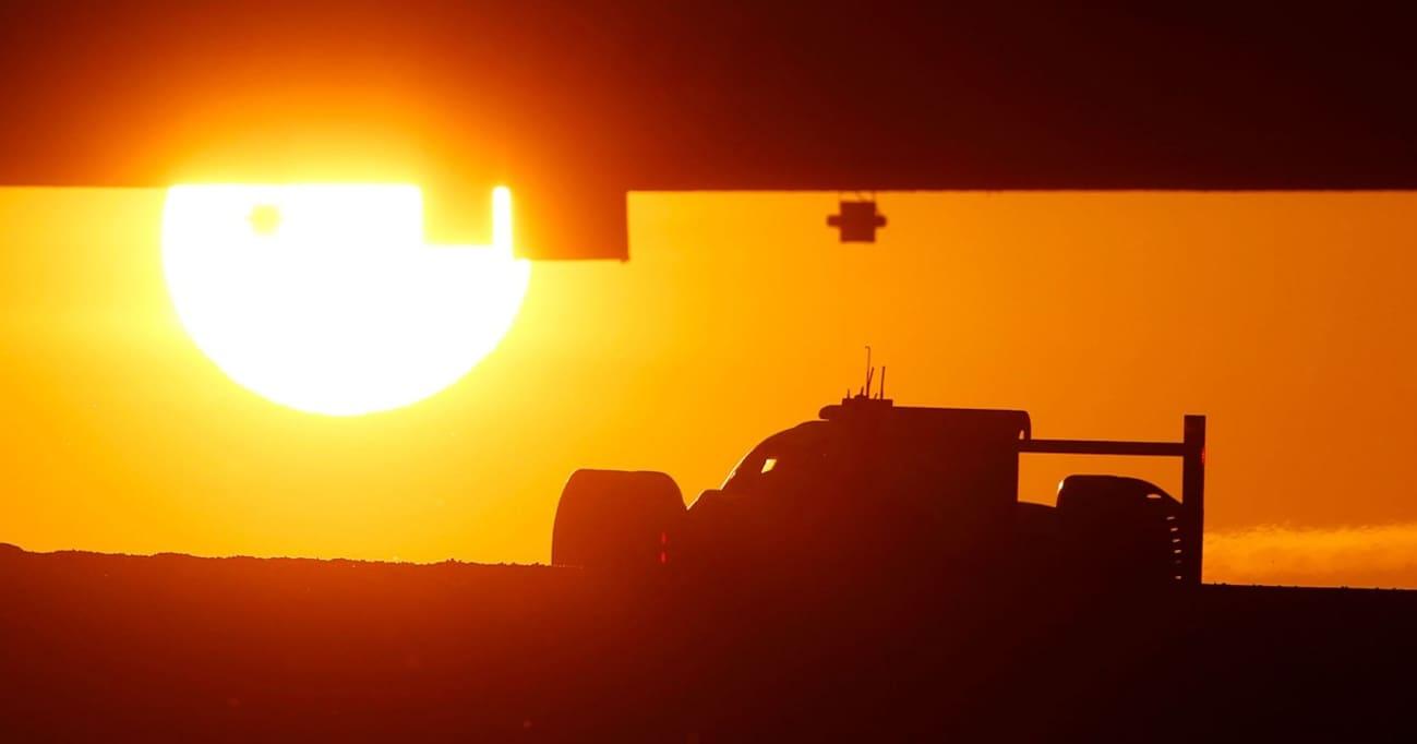 この猛暑のなか「エアコンなし」のクルマに乗るドライバーって…