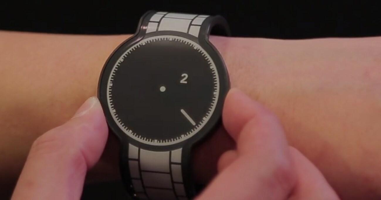 """ベルトまで""""まるごと電子ペーパー""""の腕時計、SONY「FES Watch」をどう楽しむ?"""