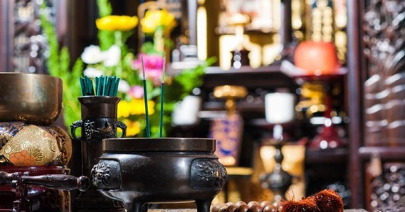 欧米人から見て、仏壇の遺影に語りかける日本人ってヘン?