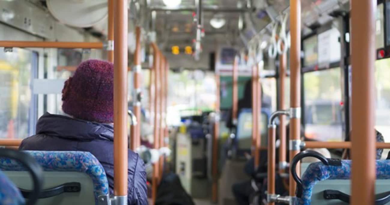 なぜ路線バスではシートベルトをしなくていいのか?