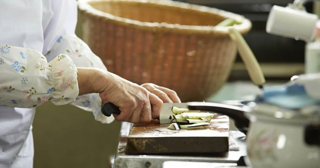 """きっかけはシンナー少年。居場所のない子どもたちに40年間食事を提供し続けた、広島の""""ばっちゃん"""""""