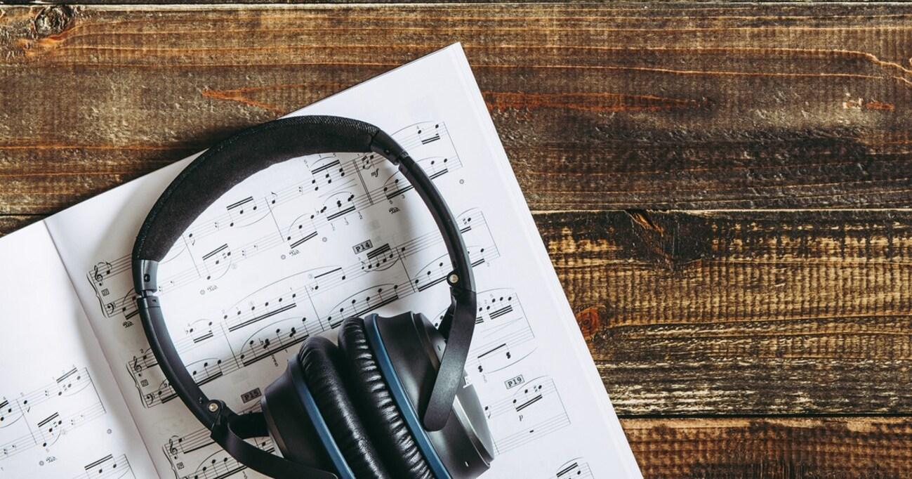 最近の曲がヒットしない原因は「歌詞の文字数」!? 往年のポップスと比較してみると…