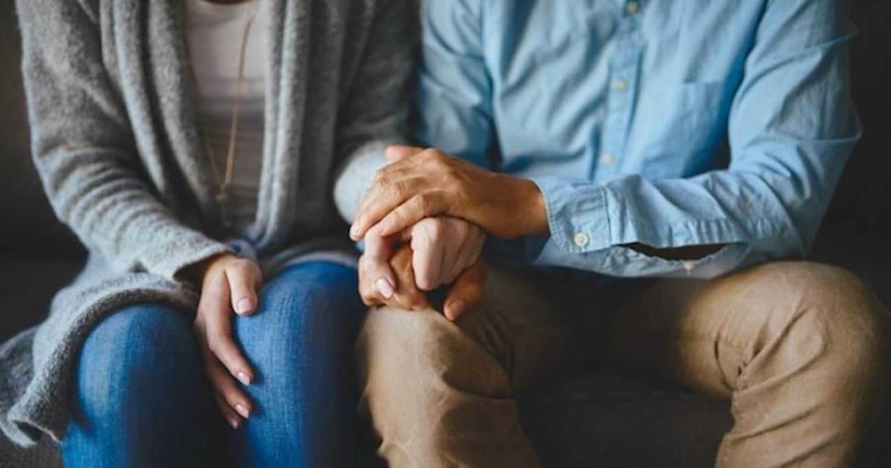 「パートナーに手を握ってもらうと、痛みが和らぐ」