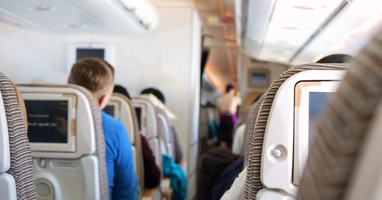 客室乗務員がトイレで缶ビール、航空会社の飲酒対策はトラック輸送より甘い
