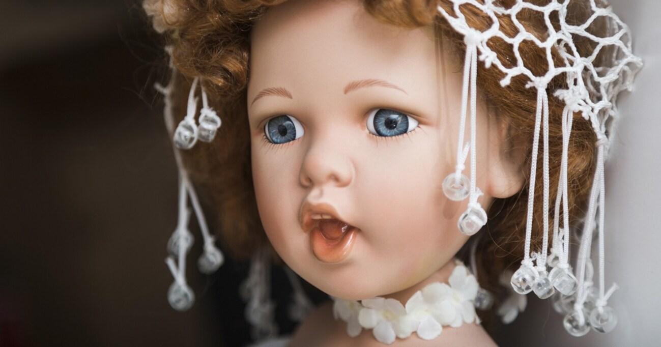 フリマサイトに出品される人形たち…「役割」を終えたらどう手放すべきか?