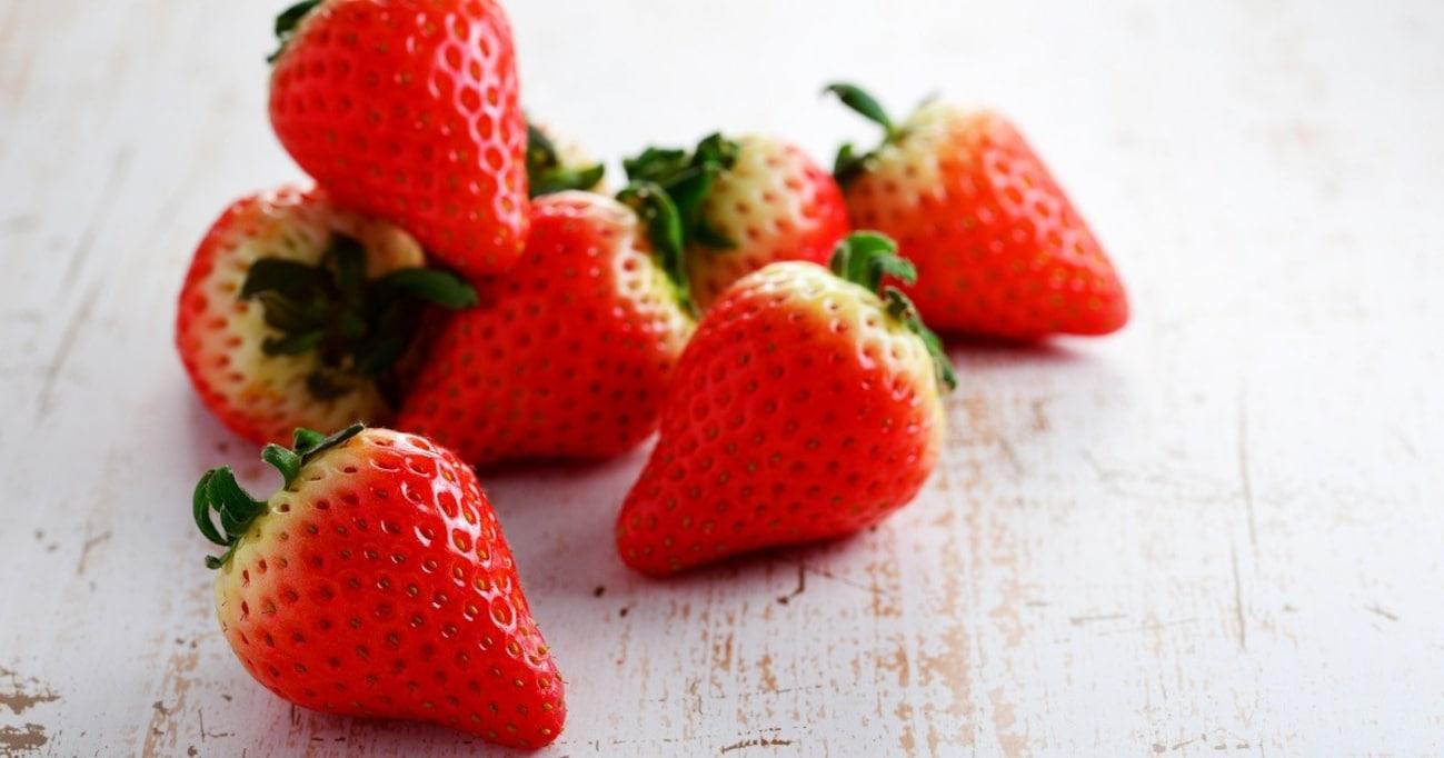 イチゴは虫歯予防に効果アリ!? 歯科医が教える歯にいい食べもの&よくない食べもの