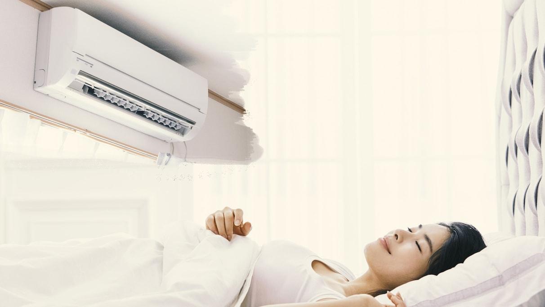 寝るときクーラーつけっぱなしはOK? NG? 医師に聞いた夏バテを予防する睡眠法