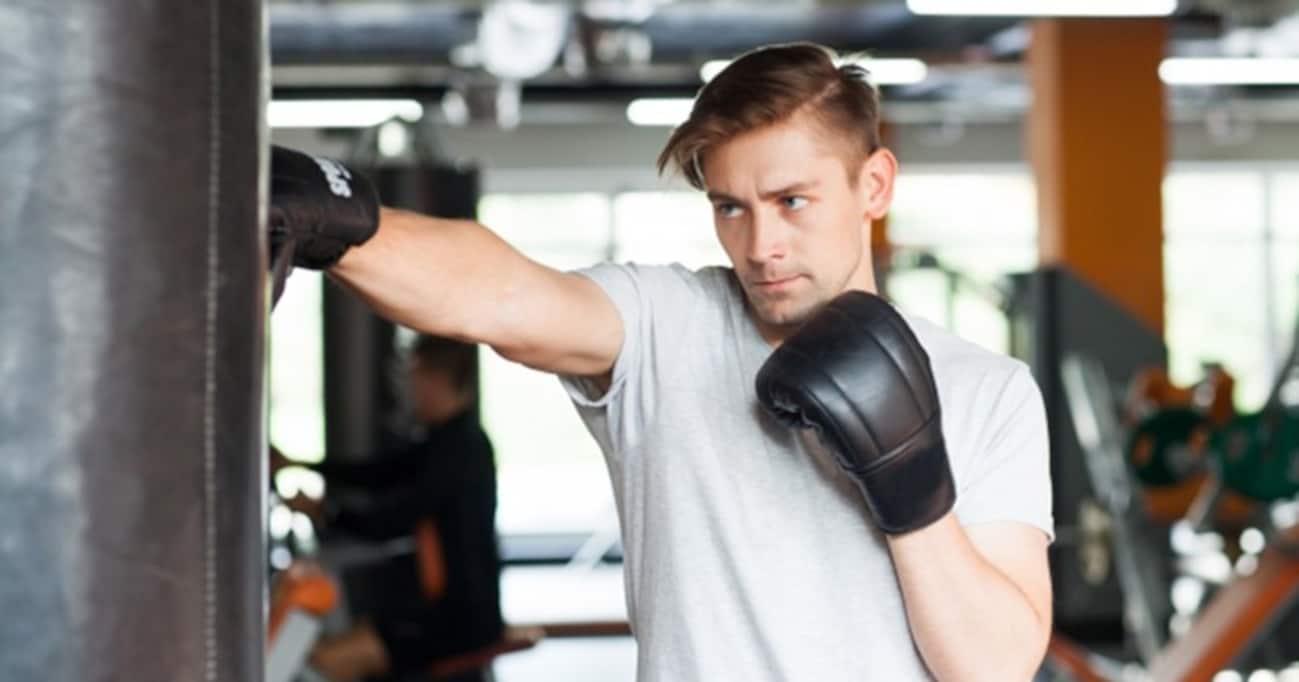 """ダメ、絶対! ボクシング映画『ロッキー』の""""肉サンドバッグ""""を絶対に真似しちゃいけない理由"""