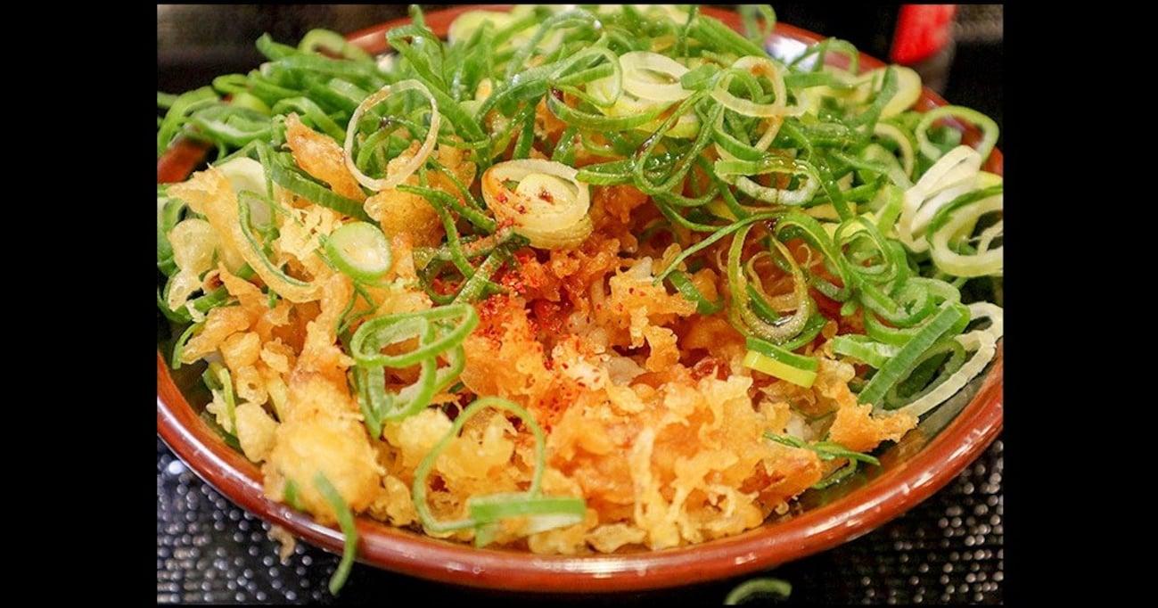 """東京サバイバル飯! 『丸亀製麺』で話題の""""130円の天かす天丼""""を食べてきた"""
