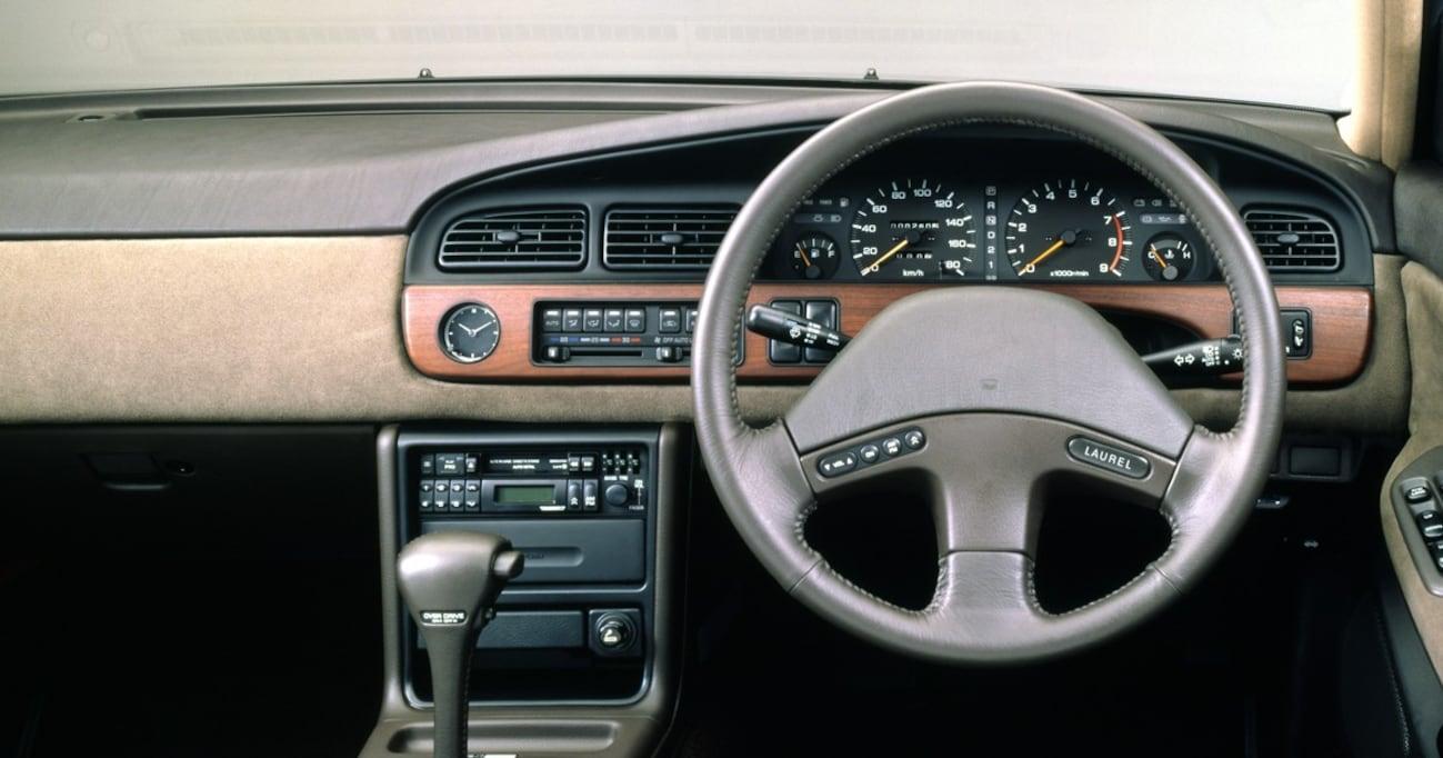 【中年名車図鑑|6代目 日産ローレル】ハイソカーの定番ボディ「ピラーレス4ドアハードトップ」が懐かしい
