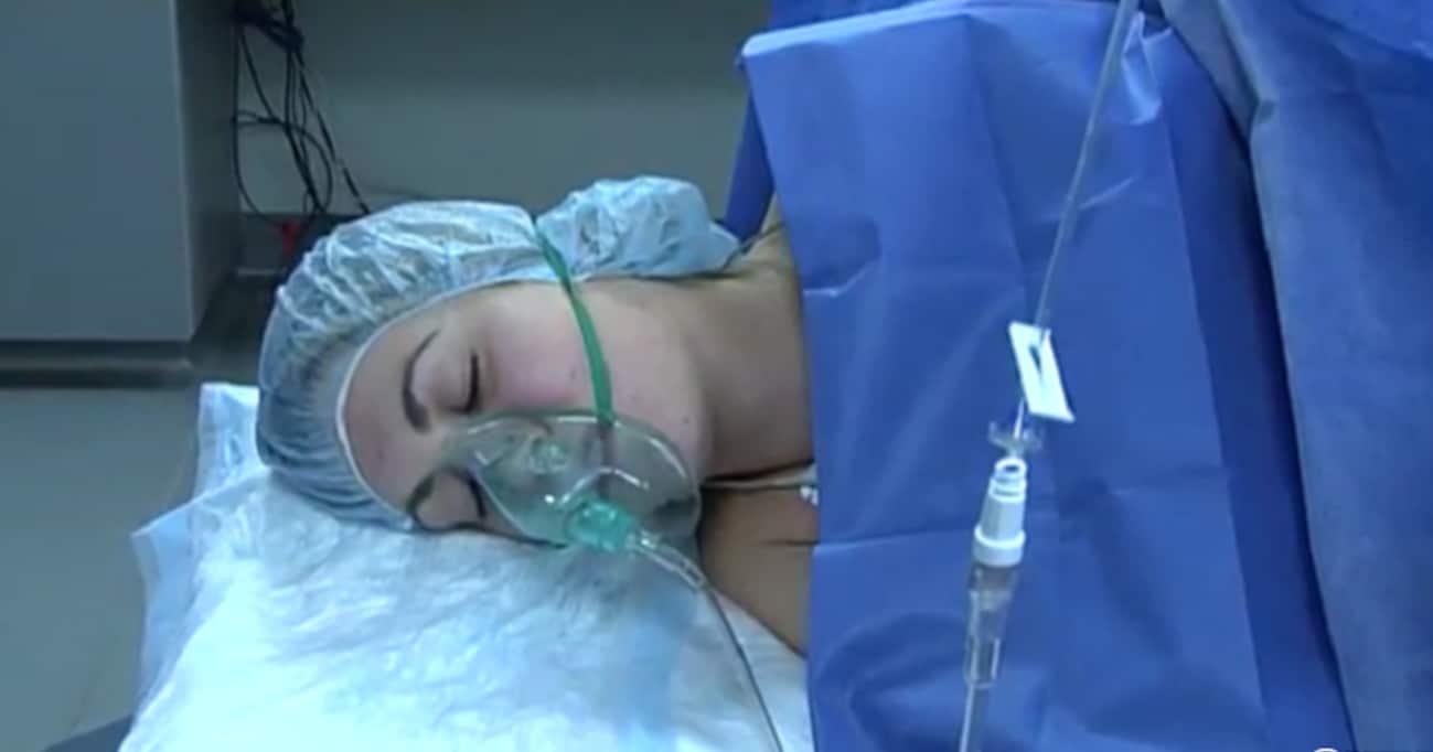 手術中に麻酔が切れた女性