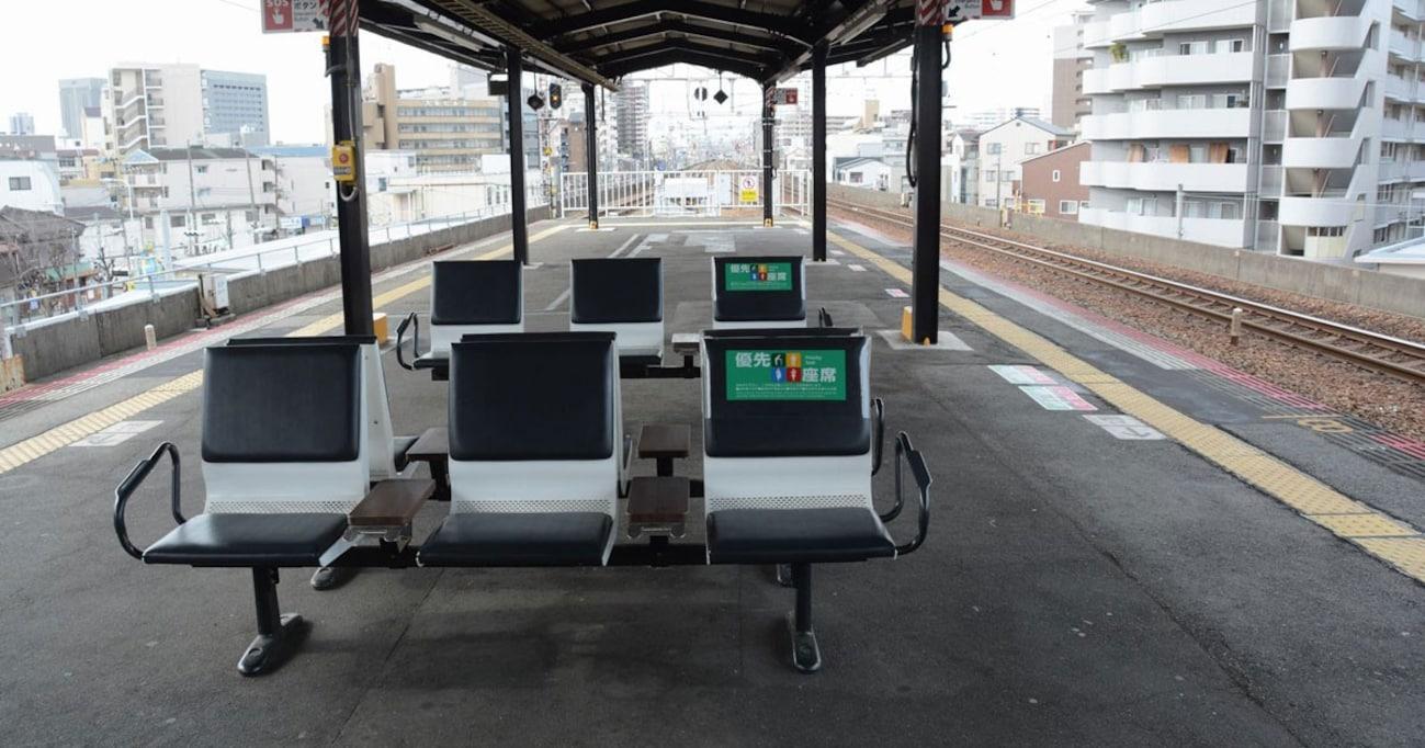 駅のホームの「ベンチの向き」が変わってきた理由