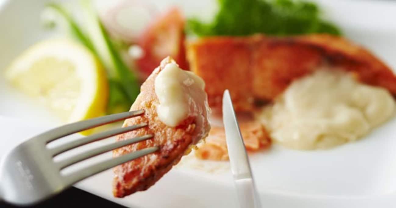 乾杯から、フォーク&ナイフの使い方まで… ツウに見える食事マナー