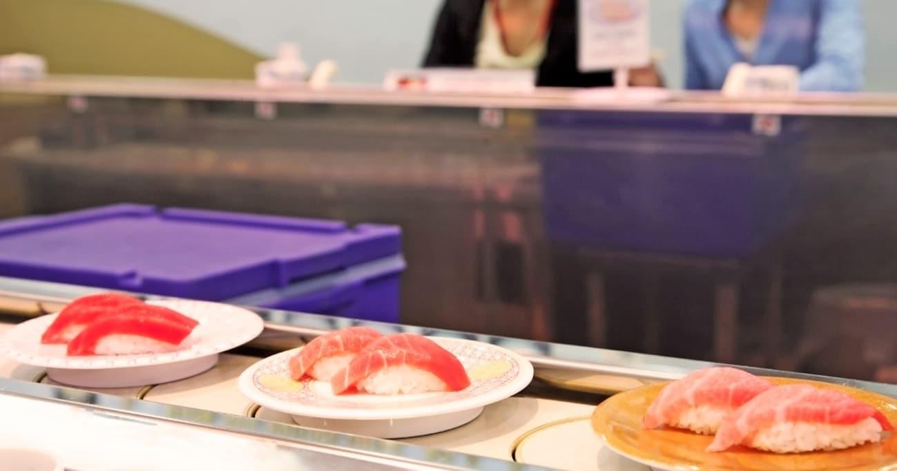 寿司に合うのは醤油だけじゃない!? 回転寿司で試したい意外な調味料とは
