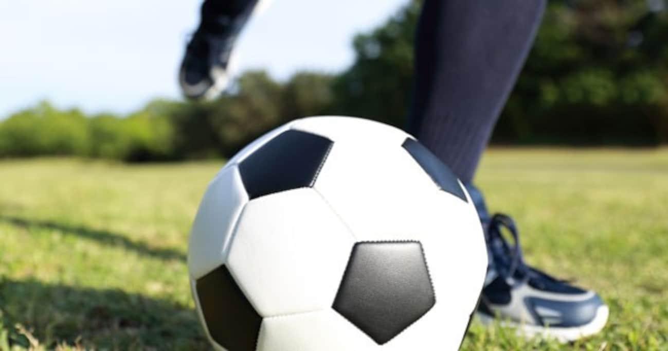 国によって 「フットボール」というスポーツが違うのはなぜ?  そもそも「サッカー」の起源とは…