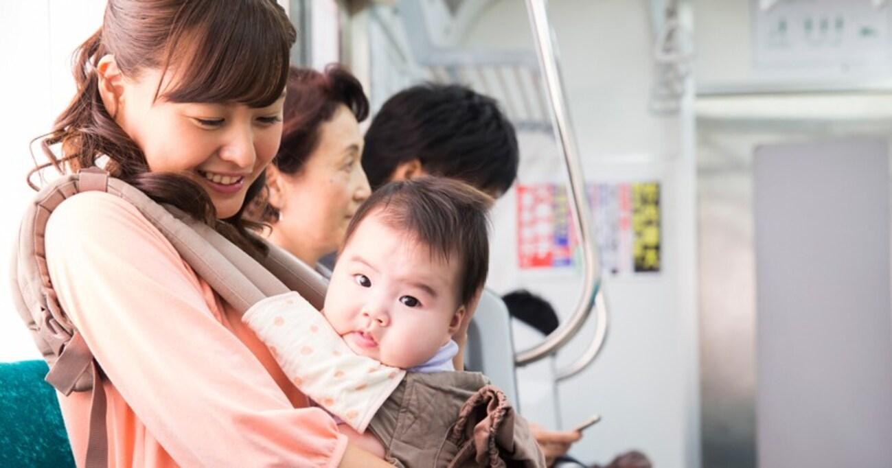 娘が電車で嘔吐。すぐ下車しようとしたら見知らぬ子連れママが来て… → 心温まる展開に「素敵な人」「ヒーローすぎる」と大反響