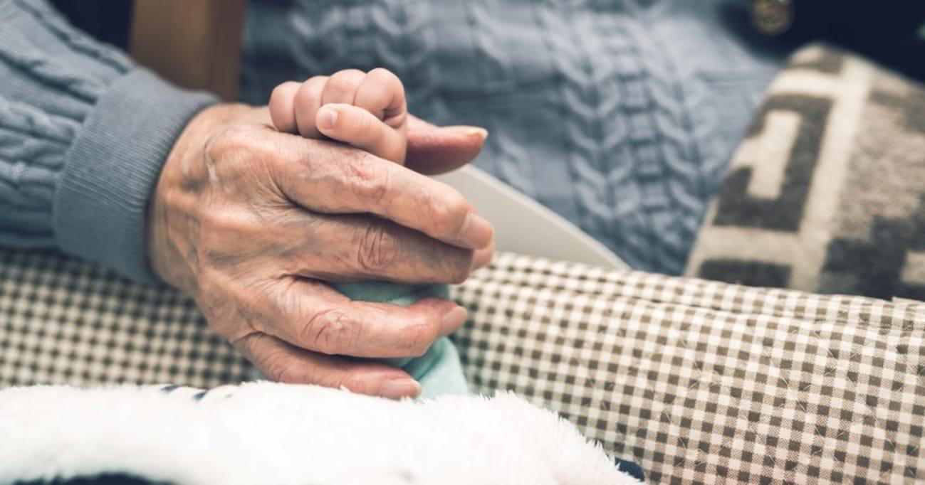 94歳のおばあちゃんに娘を見せたらこう言われた →「涙出ました」「私もそんな風に言おう」と絶賛の嵐