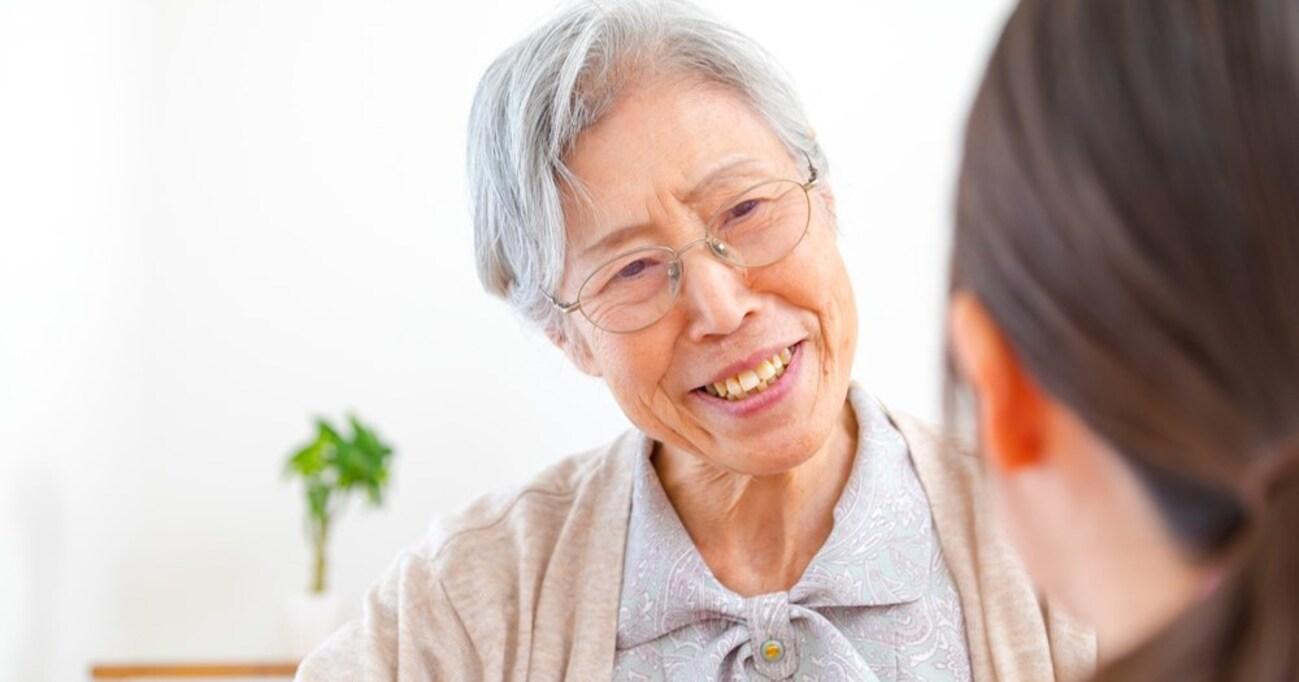 80くらいのおばあさんが人手不足すぎてやめさせてもらえないのよ」と言うので職業を聞いてみると… → まさかの回答に「恐ろしい…」「こういう時代なんですね…」と衝撃広まる