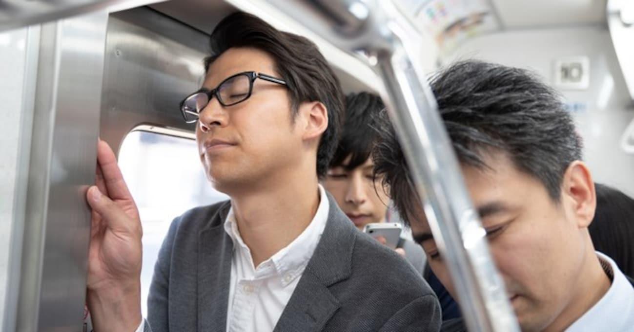 「ドア地蔵」「バンザイおじさん」満員電車でのイラッと体験談に思わず共感