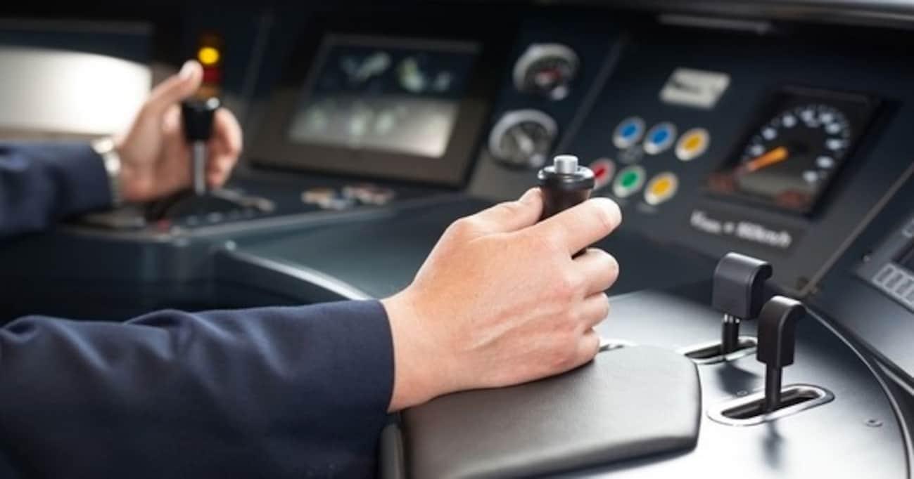 「絶対に居眠りができない」電車の運転士が教える、最強の「眠気解消法」