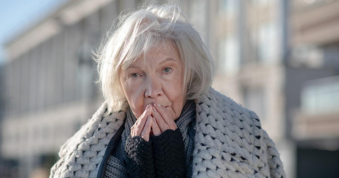 パリのマクドナルドでホームレスのおばあさんに遭遇。警備員が退店をお願いすると…まさかの展開に「気遣いが素晴らしい」「無責任では?」と賛否両論