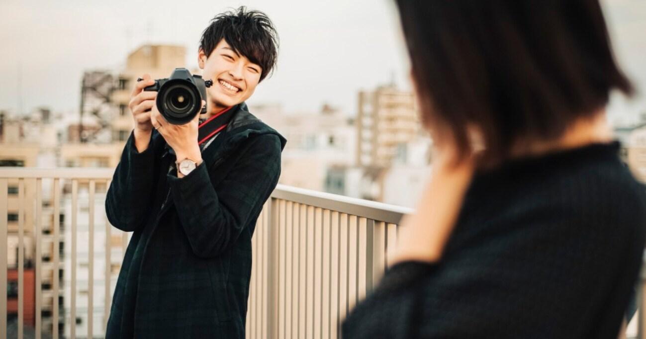 プロカメラマンに女の子を可愛く撮る方法を聞くと「kanojoで練習すると良いよ」って言われるんですけど、どこに売ってる機材メーカーですか?→「yomeでも代替可能」「motherは入手しやすい」秀逸なリプが集まり爆笑の渦に