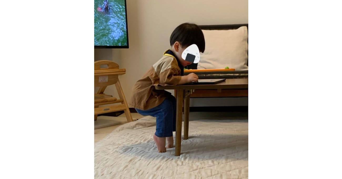えっ? 修行中? 1歳息子がipadをいじる姿に驚き