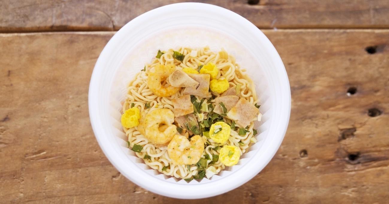【朗報】カップ麺は、お湯を入れて電子レンジで加熱すれば調理時間が半分で済むらしい…