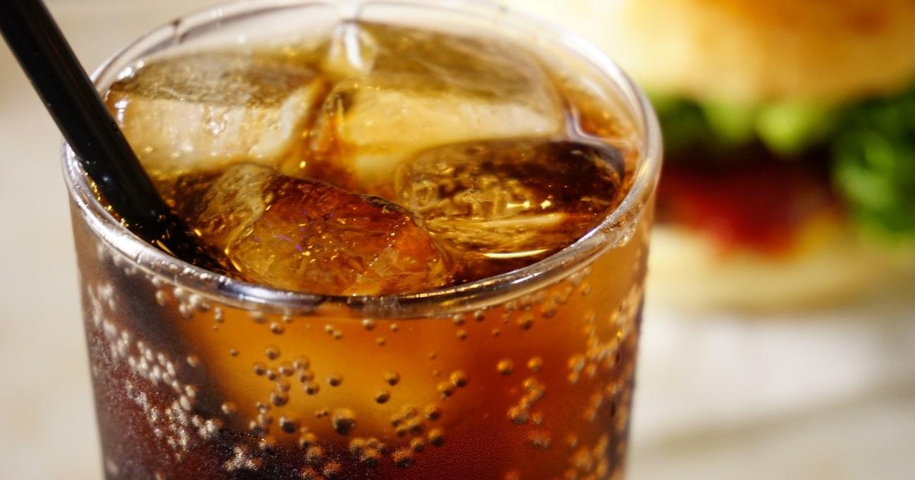 赤い服&白いひげのサンタ像を作ったのは「コカ・コーラ」!? 世界的ドリンクになるまでの歴史とは