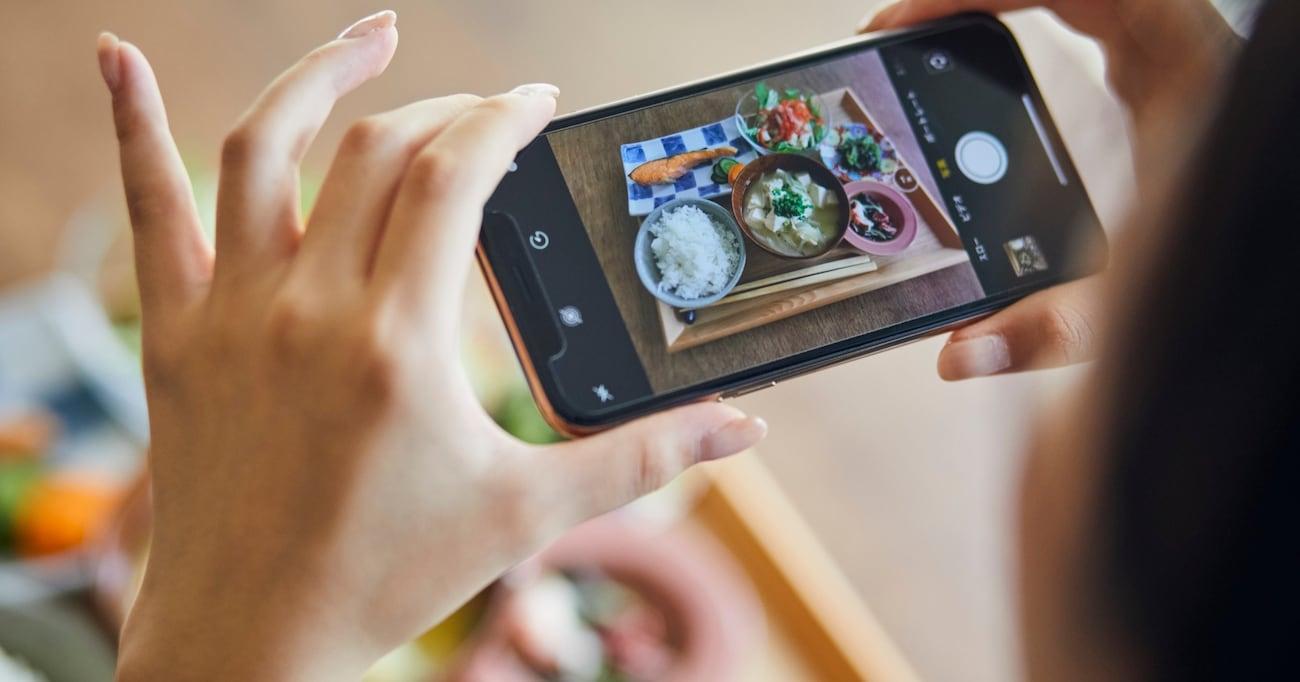 料理の写真、撮る派?撮らない派? 食べる前の写真撮影は、もはや食事中のスタンダードな所作の一つになってしまったのか?