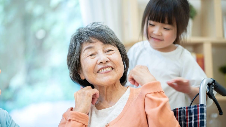 """「早く死にたい」と言っていた半身不随のおばあちゃん…彼女を変えた """"ある出来事"""" に感動"""