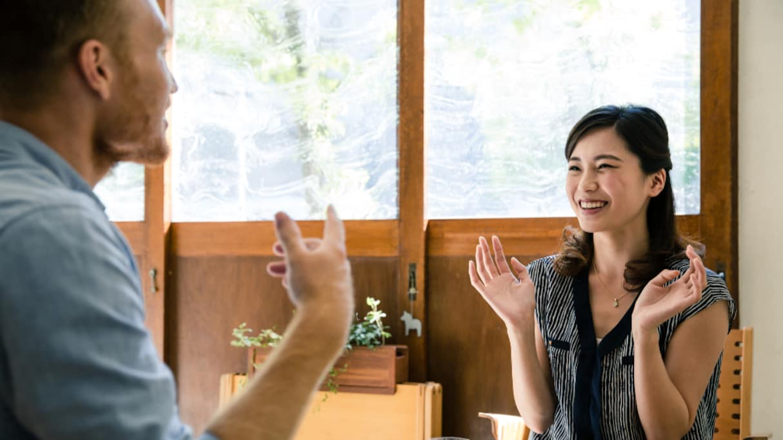 「日本社会の闇に飲まれてる」カタコトな夫が唯一流暢に話せる日本語にツッコミ殺到