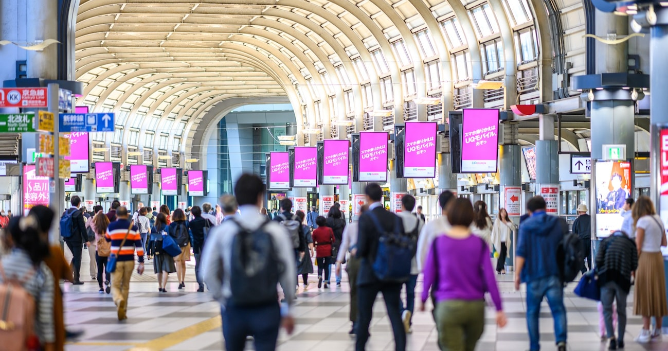 品川駅の大量広告「今日の仕事は、楽しみですか。」が炎上した理由は、もしかすると文末の句点「。」にアリ?