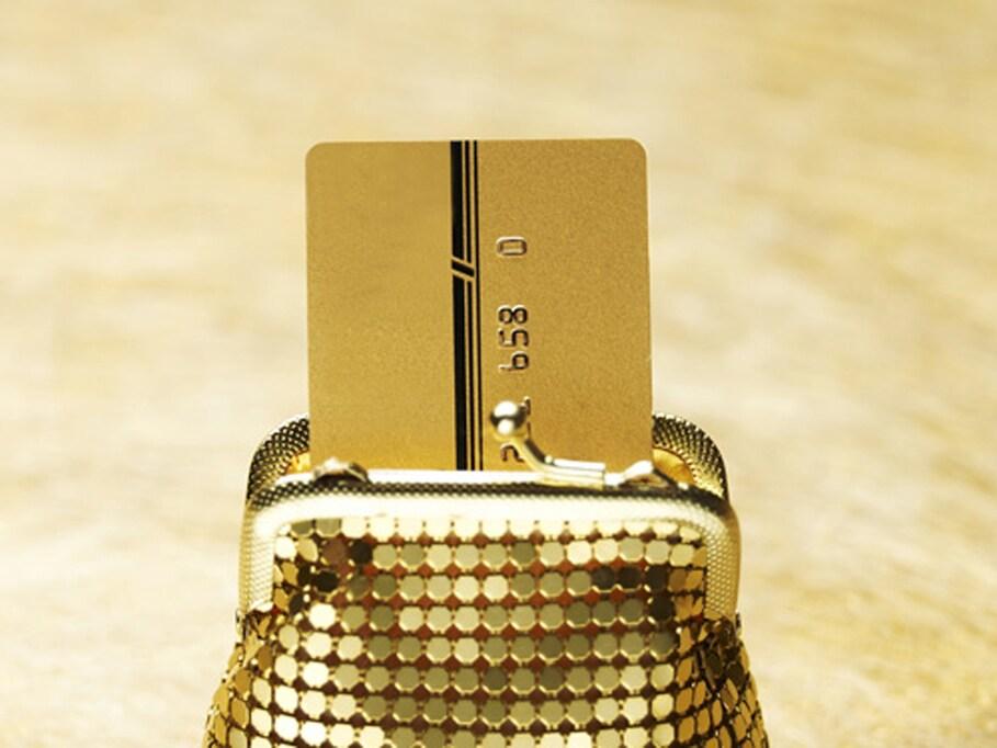 3万9000円もお得! 年会費を払っても得する「ゴールドカード」の数々の特典