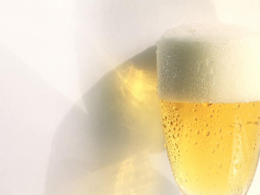 まずいは誤解! 残暑においしい氷入りビール「オン・ザ・ロック・ビール」の上手な作り方