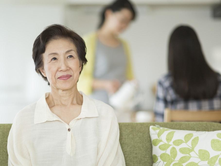 自殺率が高いのは、一人暮らしの高齢者よりも、家族と同居する高齢者