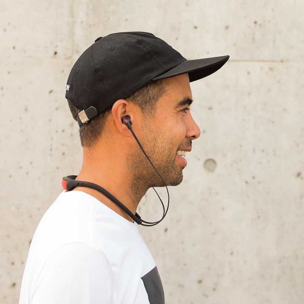 ネックバンド型Bluetoothイヤホン