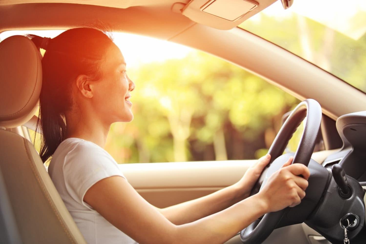 いい匂いがする車は気分がいい!香水・芳香剤は必須アイテム