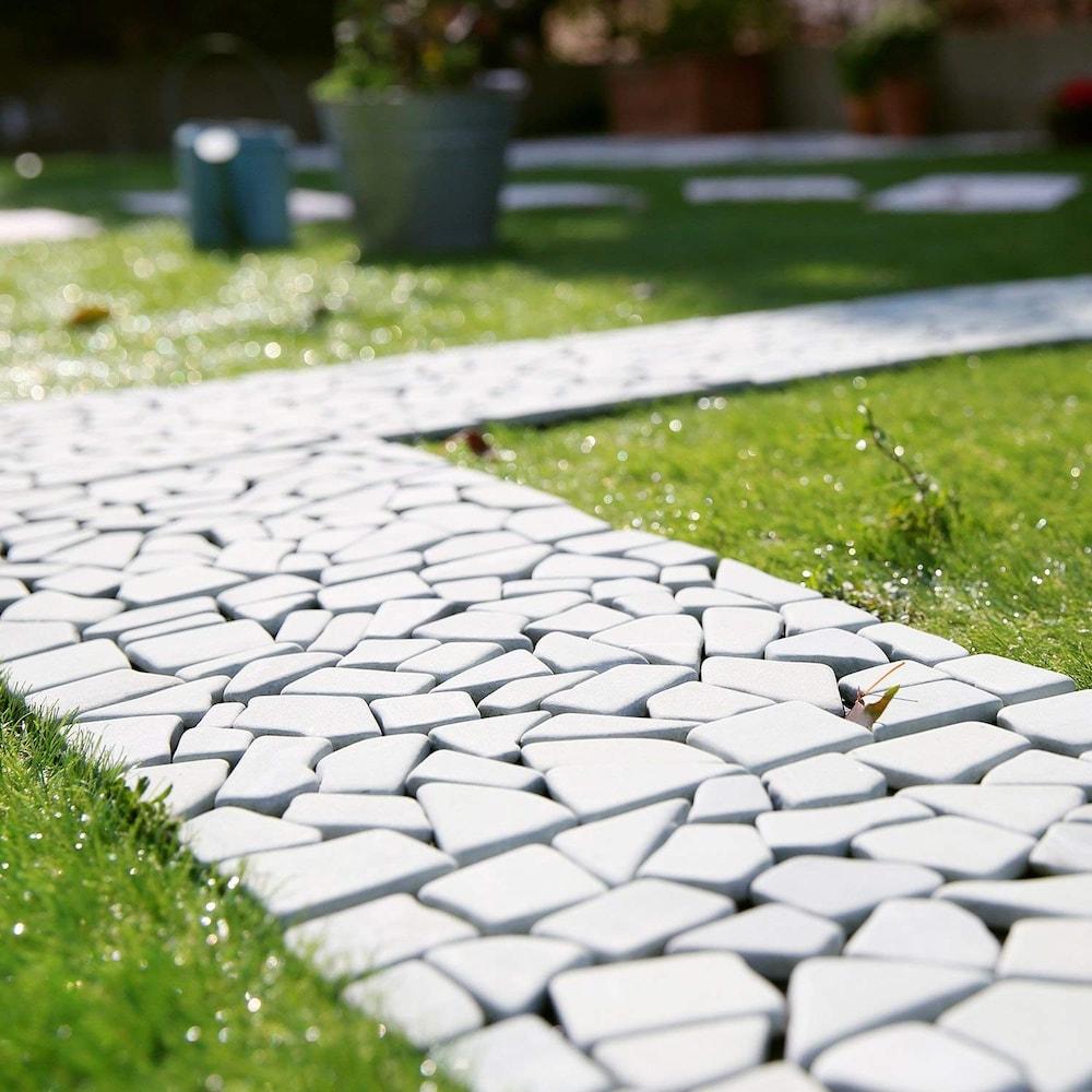 庭のタイル