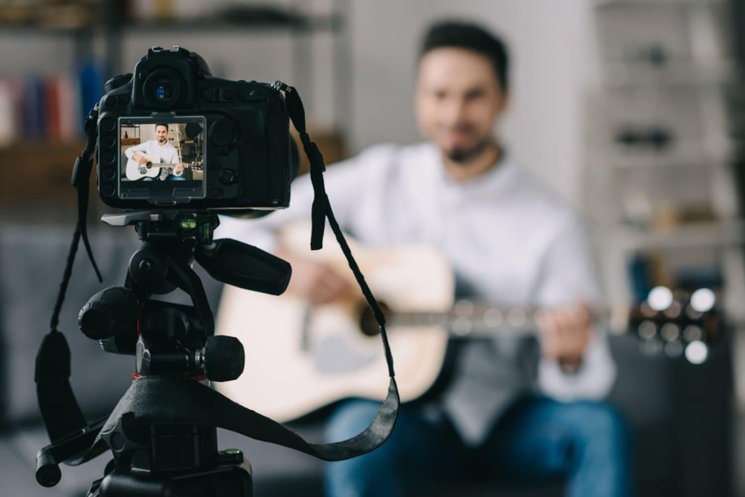 撮影するミュージシャン