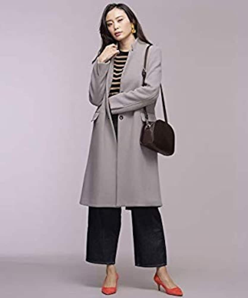 灰色のチェスターコート