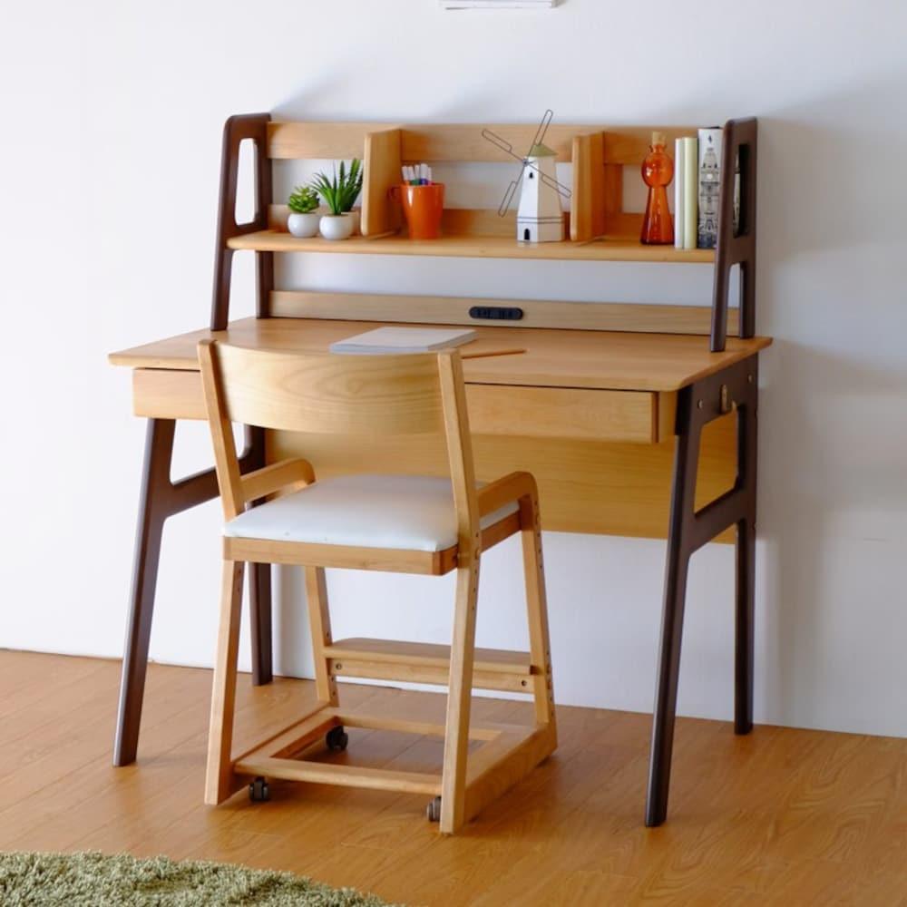 学習机が一緒になっている机(収納付き)