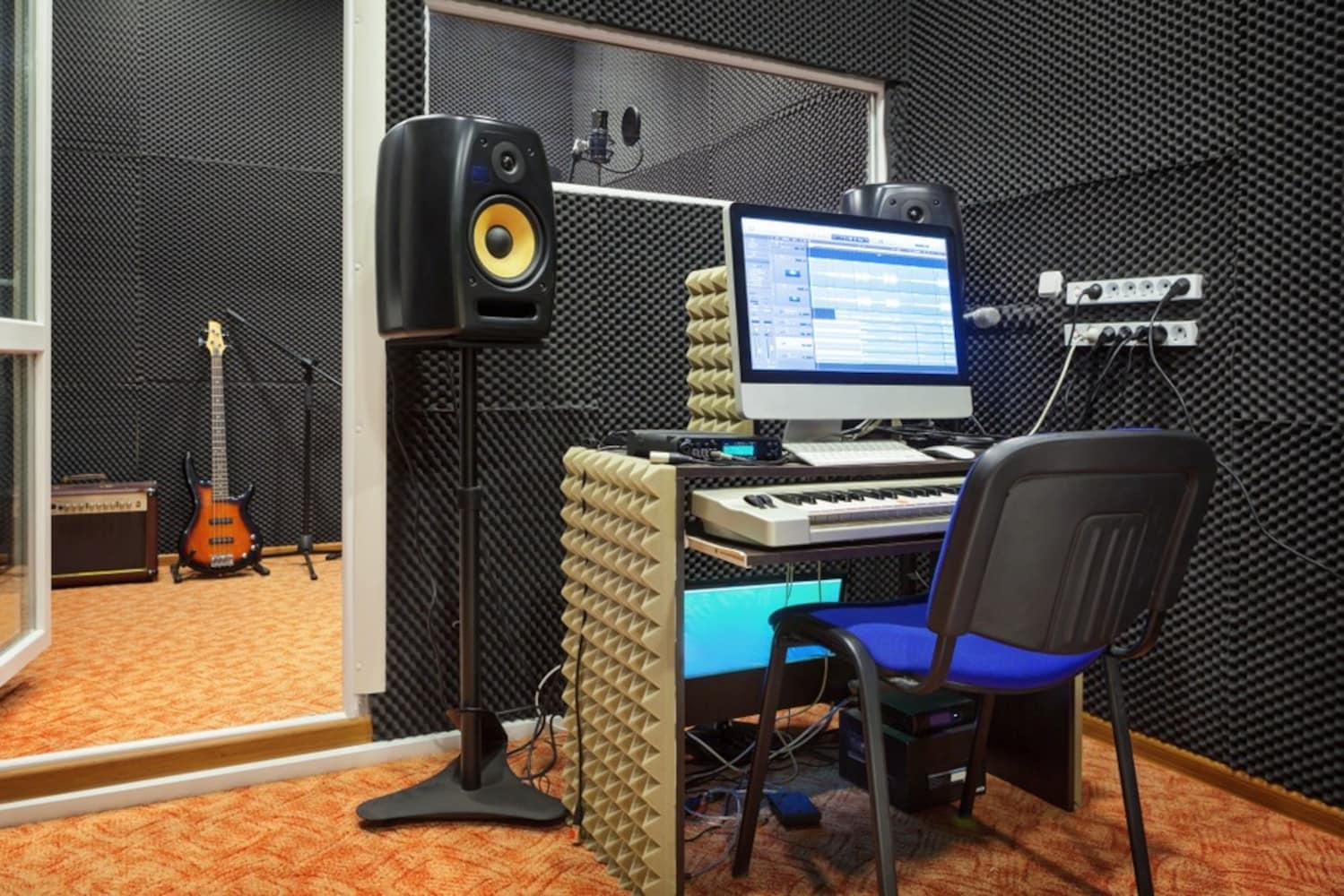 防音対策された自宅スタジオ